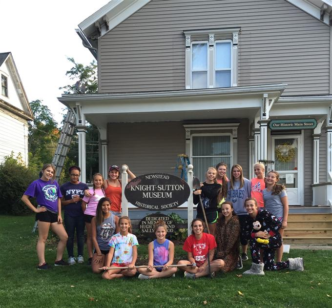 2016 JV Field Hockey Service Day at Knight Sutton Museum